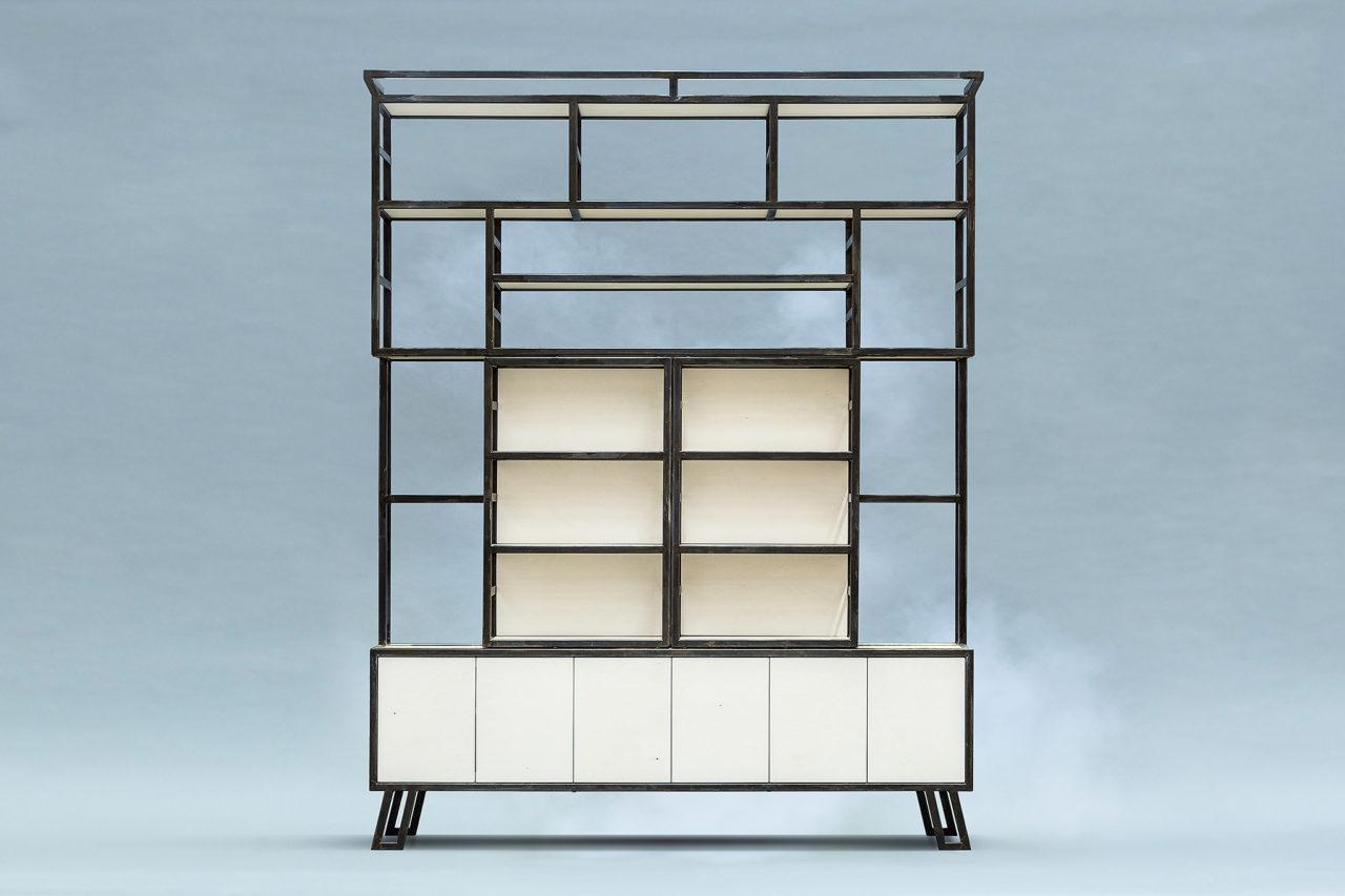 Metalen boekenkast of tv kast is geinspireerd op de jaren 30 art deco stijl. Een combinatie van watervast verlijmd berken multiplex en zwart staal.