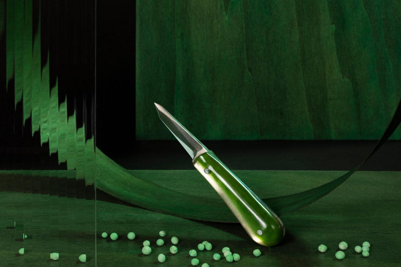 Oester mes van RVS en twee tinten kunststof. Ben Pearce ontwerper